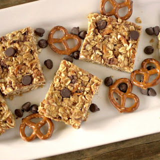 5 Ingredient No-Bake Chocolate Peanut Butter Pretzel Granola Bars Recipe