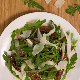 Rinderfiletstreifen mit Rucola und Parmesan