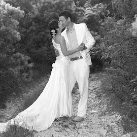 by Miranda Legović - Wedding Bride & Groom