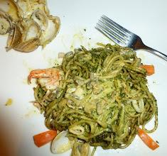 Photo: pasta con pesto y frutta di mare