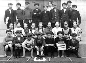 Photo: Katri Jalkasen luokka 1925