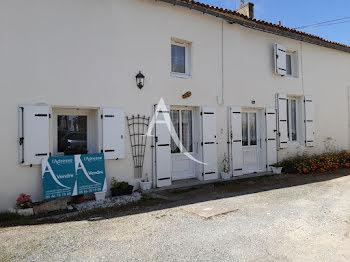 maison à Saint-Jean-d'Angle (17)