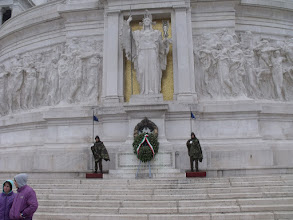 Photo: Going up the steps of the Monumento a Vittorio Emanuele II.