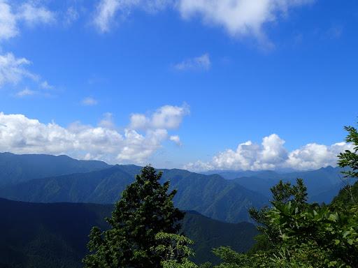 右奥に大峰山脈南部