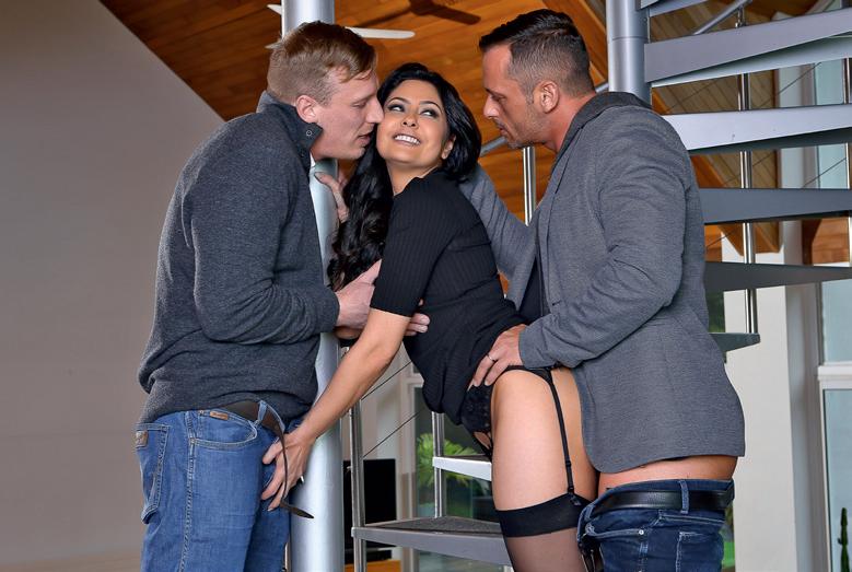MARISKA la plus jeune milf avec 2 hommes jeunes