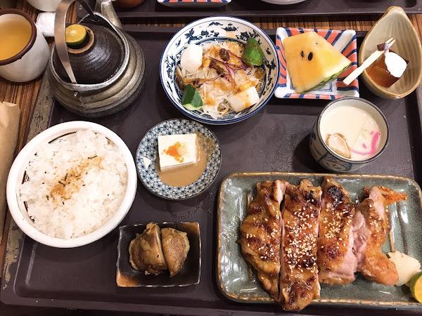 每份套餐的內容物非常豐盛 價位在200左右,佛心價 白飯和味增湯無限續 建議增加單點品項