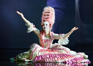 """Photo: WIEN/ Burgtheater: """"Der eingebildete Kranke"""" von Jean Baptist Moliere, Premiere 5.12.2015. Inszenierung: Herbert Fritsch. Dorothee Hartinger. Copyright: Barbara Zeininger"""