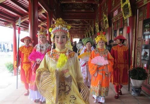 Kinh thành Huế, bất ngờ gặp Hoàng hậu 2