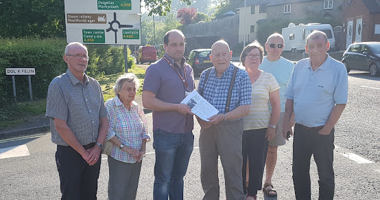 Councillors receive petition on town danger junction