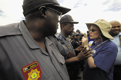 DA leader Helen Zille tries to get closer to President Jacob Zuma's Nkandla compound in KwaZulu-Natal. File photo.
