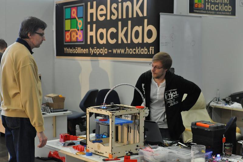 Photo: Tamperelaisten 3D printteri tulostaa rattaita.