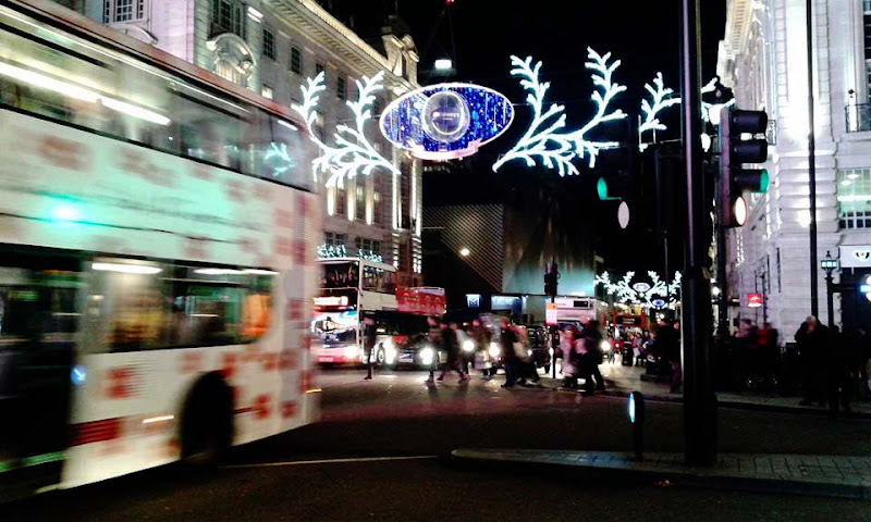 Christmas in Piccadilly di Giuss