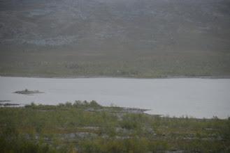 Kuva: Jogaksen tupa vastarannalla, sinne pitäisi vielä päästä