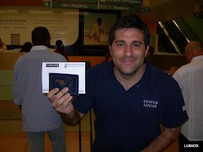 Photo: Lucas esperando para hacer migraciones en Curazao