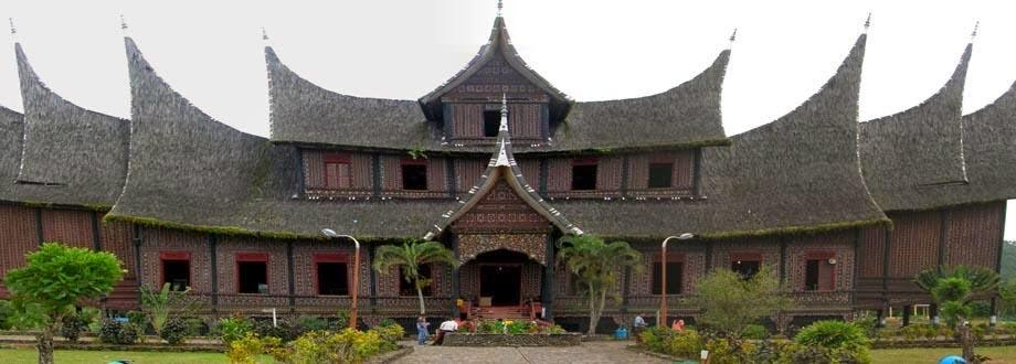 Королевский дворец Истана (Istana Pagaruyung)