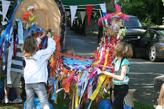 Photo: Children decorating the cockerel which was the focus of the Children's Art project. .© Richard Bottle 2008
