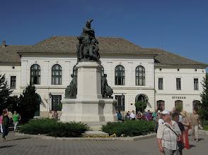 Photo: Hősi emlékmű, Pásztor János alkotása