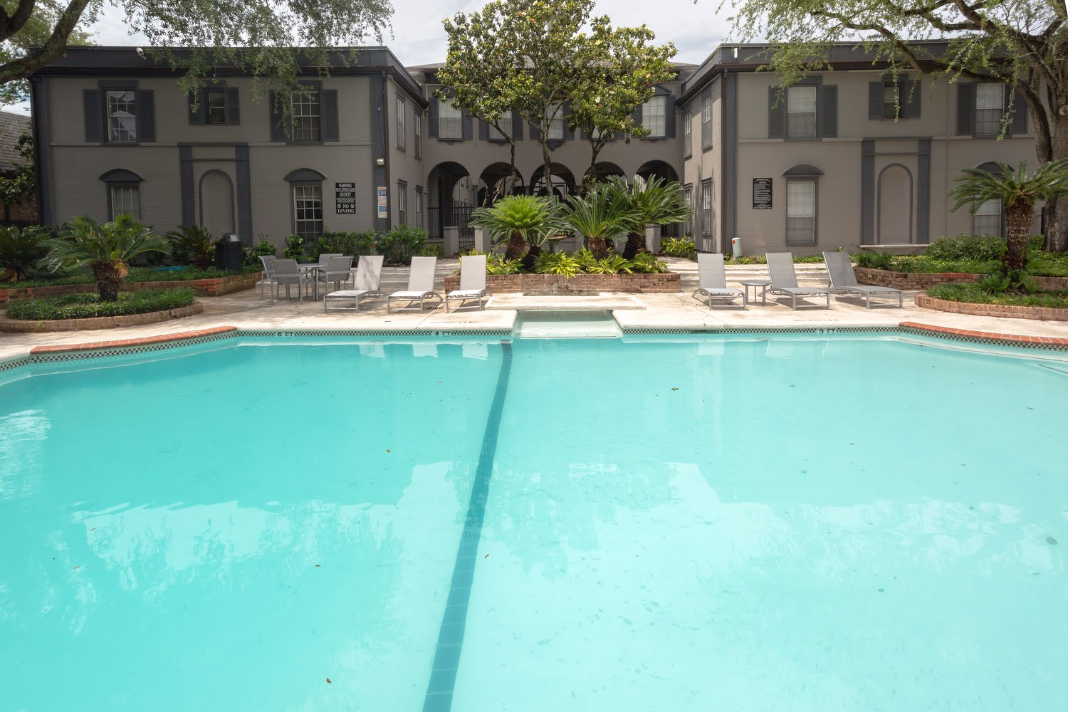 Chateaux Dupre Apartments For Rent in Houston, Texas