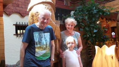 Photo: Na zakończenie zdjęcie jakby rodzinne - Państwo Joniakowie z wnuczką Włodka, Tosią.