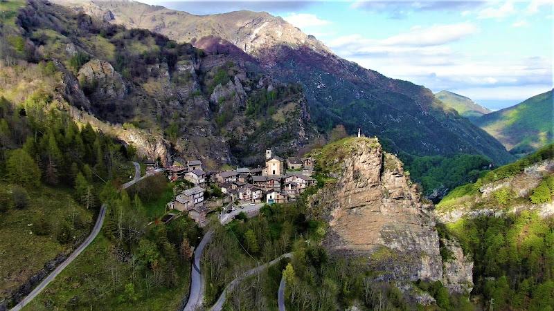 Colletto, piccolo borgo piemontese in vetta nella Valle Grana di marinafranzone