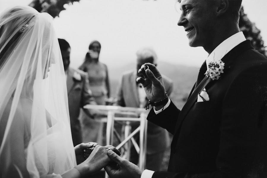 Wedding photographer Vasiliy Tikhomirov (BoraBora). Photo of 24.10.2014
