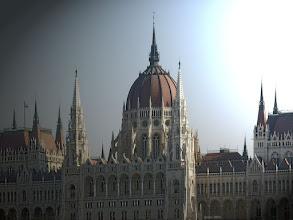 Photo: Parlament zza Dunaju 2 - boczne oświetlenie