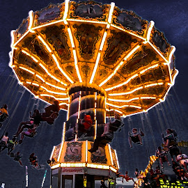 who likes it by Vaibhav Jain - City,  Street & Park  Amusement Parks ( amusement park, park, round, enjoy, light, people,  )