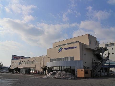新日本海フェリー 新潟港フェリーターミナル