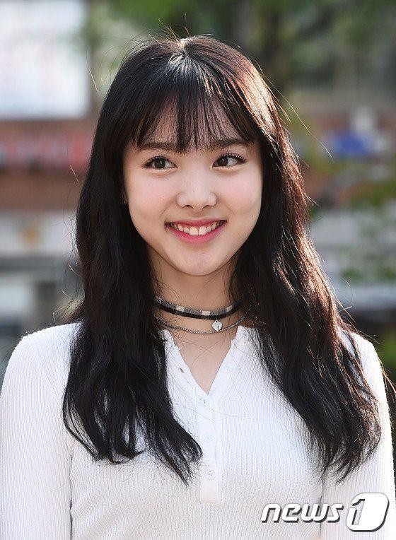 nayeon choker 4