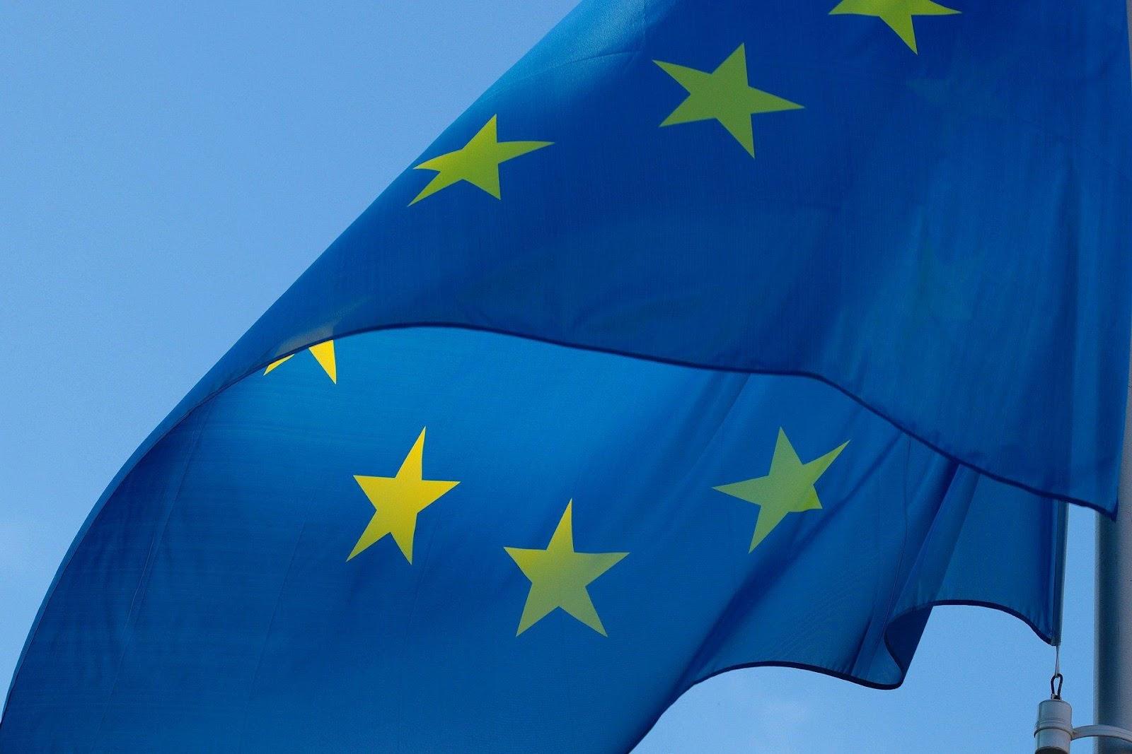 Bandera de color azul  Descripción generada automáticamente con confianza media