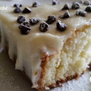 Cannoli Poke Cake #SundaySupper.