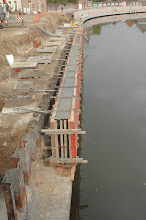 Photo: Kademuur met trap en hellend vlak ter hoogte van de Tolpoortbrug.