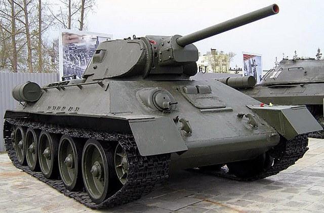 Танк Т-34-76, который выпускался советской промышленностью с 1940 по 1944 год. Оснащен 76-миллиметровым орудием