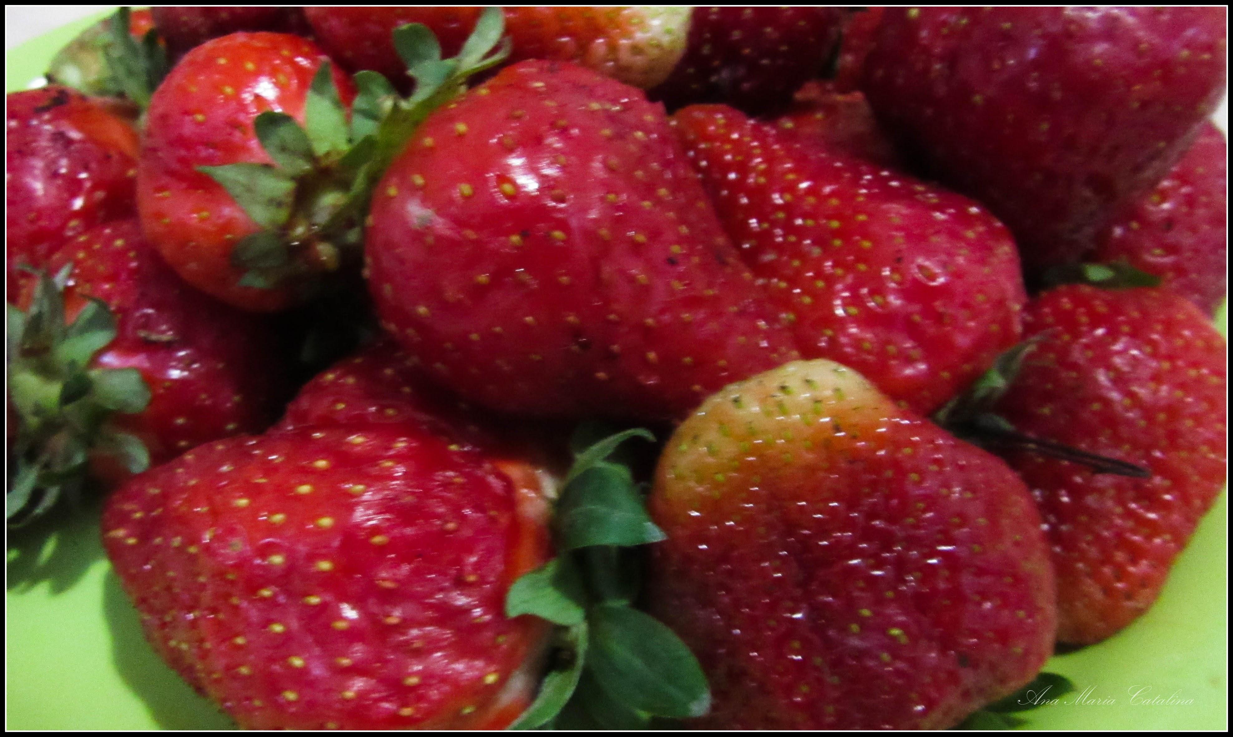 Photo: Căpșuni - (Fragaria ×ananassa) - din Piata Agroalimentara de pe Str. Tineretului - 2017.05.22 http://ana-maria-catalina.blogspot.ro/2017/05/plante-diverse-din-comert.html