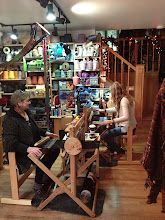 Photo: mom and daughter holiday gift weaving class