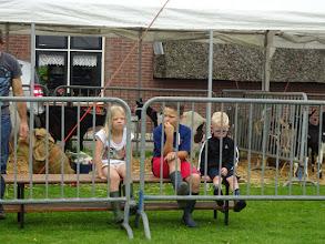 Photo: De eerste toeschouwers zitten al te wachten.