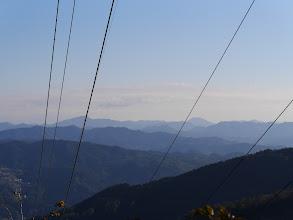 八高山(右)と大日山(左)