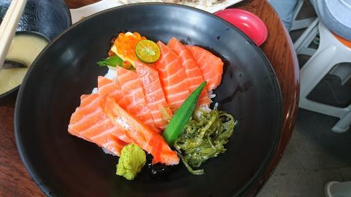 沒有鮭魚的肥美香味,重點是有魚刺,適合吃粗飽的,魚肉真的很大塊價格也不貴,很可惜。