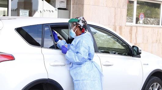 Realización de pruebas PCR en el autocovid de la Bola Azul.
