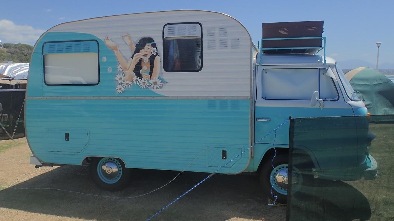 Es stand noch ein zweiter Oldtimer auf dem Camping. VW Bus Jahrgang 1967 Von Jürgens in Südafrika zum Camper umgebaut.