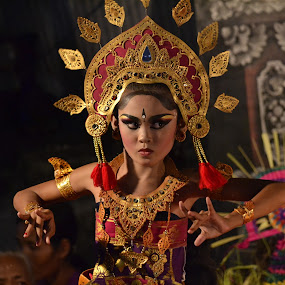Cilinaya Dance by Widia Widana - People Portraits of Women