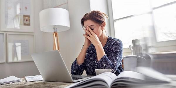 Stress nhiều khiến da nổi mụn