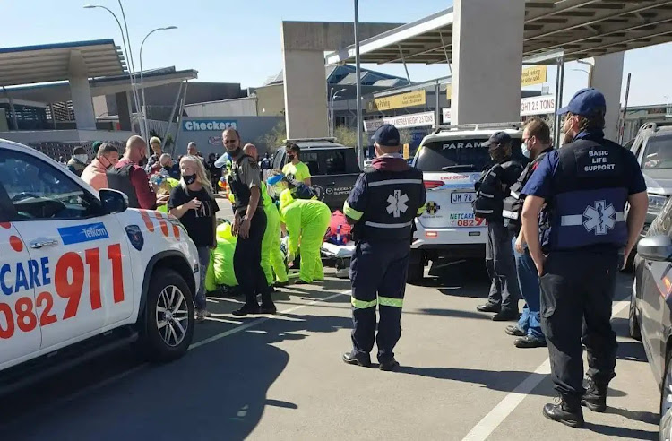 Paramedics treated a security guard was shot during a robbery at a jewellery store on Sunday.
