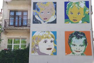 Photo: Детские портреты в стиле Энди Уорхола. Мозаика высотой в пятиэтажный дом.