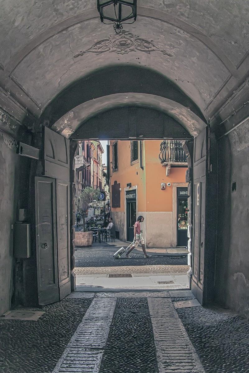 chiusa una porta si apre un portone di vincenzo_spera