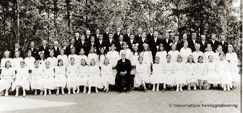 Photo: Gruppfoto. Konfirmander i Guldsmedshyttan kyrka 1920 eller 21