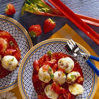 Topfenklöße mit Erdbeer-Rhabarber-Sauce