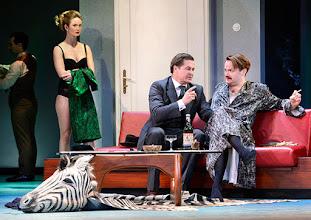 Photo: Wien/ Theater in der Josefstadt: DER GOCKEL von Georges Feydeau. Inszenierung: Josef E. Köpplinger. Premiere 19.11.2015. Pauline Knof, Michael Dangl, Roman Schmelzer. Copyright: Barbara Zeininger