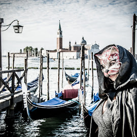 CatWoman by Luis Silva - People Street & Candids ( venice, woman, venezia, carnival, portrait, costume, italy, street photography, carnaval, mask, gondola )