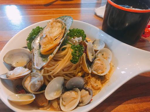 菜單名字蠻逗趣,蛤蜊給的很大方,是一家好拍照,餐點也不錯的店😊